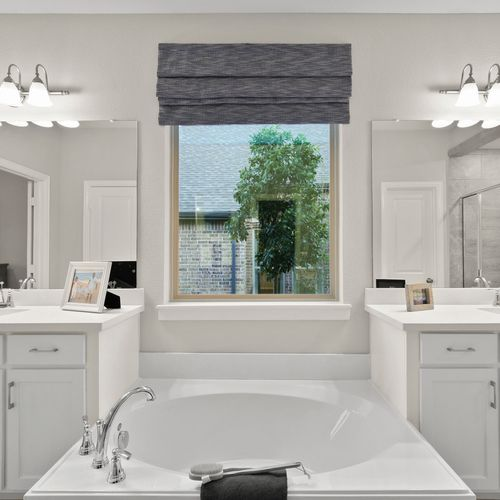 Plan 1521 Primary Bath Representative Image
