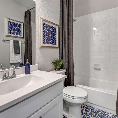 Plan 1525 Secondary Bathroom Representative Image