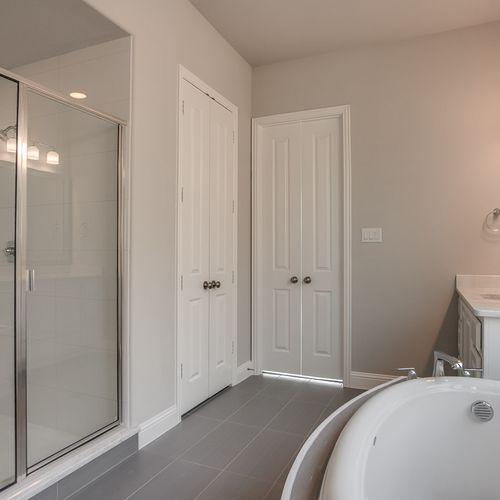 Plan 1661 Primary Bathroom Representative Image