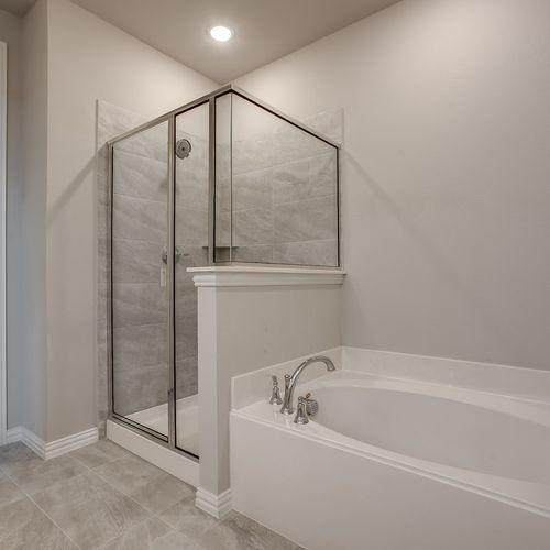 Plan 1519 Primary Bathroom Representative Image