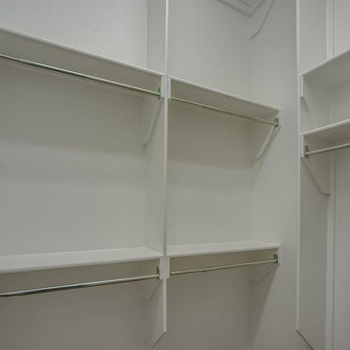 Plan 1522 Primary Closet Representative Image