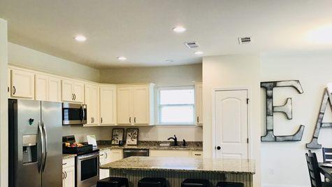White Kitchen - DSLD Homes Summerdale - Annabelle Junction