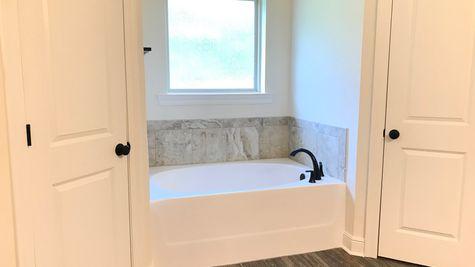 Redwood IV A - Open Floor Plan - DSLD Homes - Maple Creek - Master Bathroom