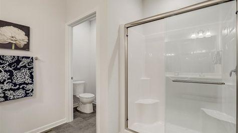 The Aspen Owner Bathroom - Halen Homes