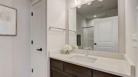 1391 Overlook Circle, hall bathroom - Halen Homes
