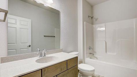 7615 W Park Circle Way - Bathroom