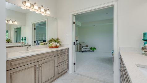 Oxford Elite - Master Bathroom